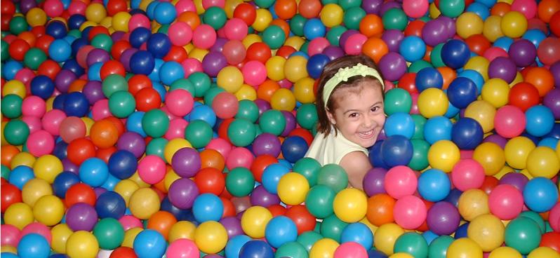 7e054c11fc Locação de Piscina de Bolinhas para Festa Infantil - Day Happy Eventos